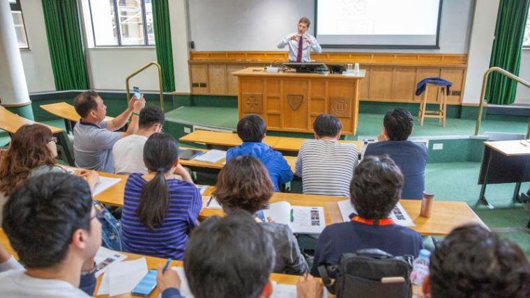 Korean science teachers visit pharmacology department