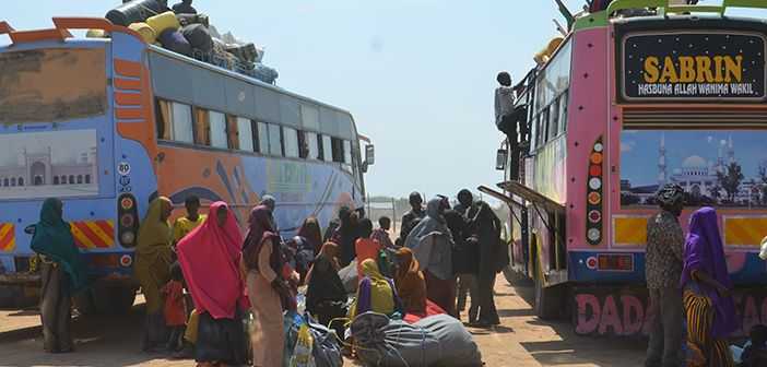 Somali refugees in Dadaab setting out to return by bus to Somalia