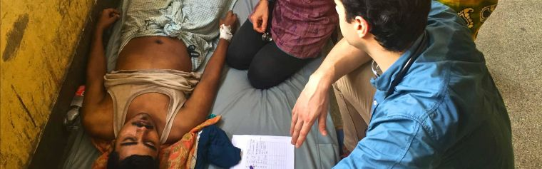 MORU's Dr Katherine Plewes and Dr Stije Leopold examine a malaria patient in Chittagong, Bangladesh (Nov 2017)
