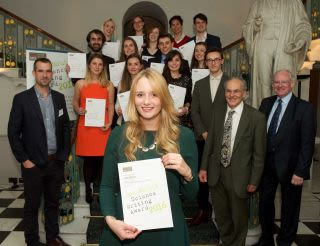 Ainslie awarded commendation for science writing prize