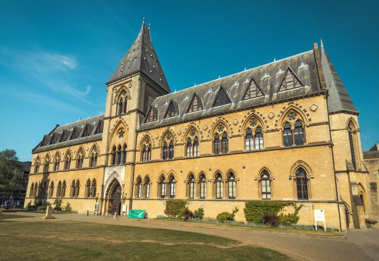 Photograph of the frontage of Oxford University's Museum of natural history on a sunny day