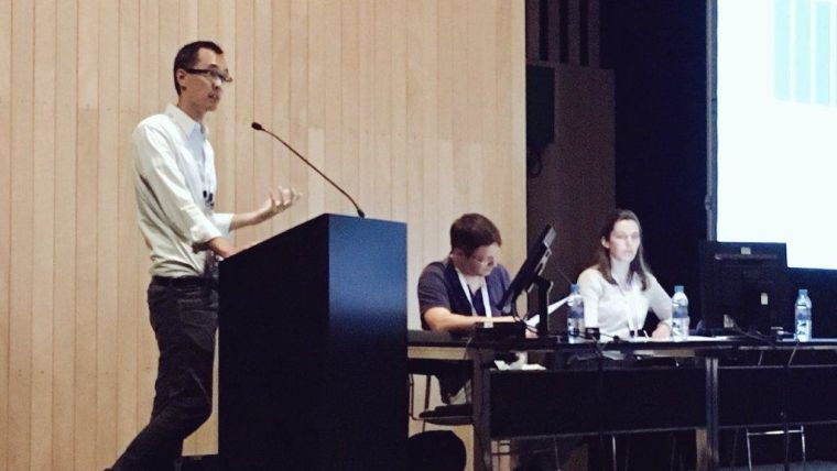 Mark Chiew presents in a session co-chaired by Johanna Vannesjo