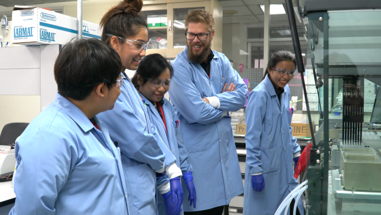 Joel Tarning and colleagues in a lab