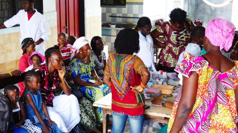 People being recruited for the TRAC II study in Kinshasa