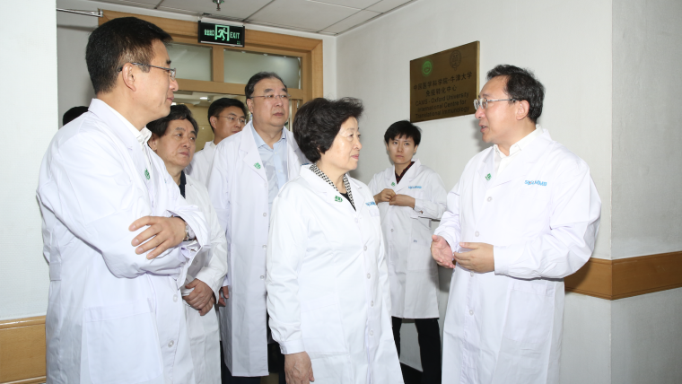 China Vice Premier Madam Sun Chunlan and Minster of National Health Commission Ma Xiaowei visit the CAMS Oxford Centre for Translational Immunology Beijing branch.