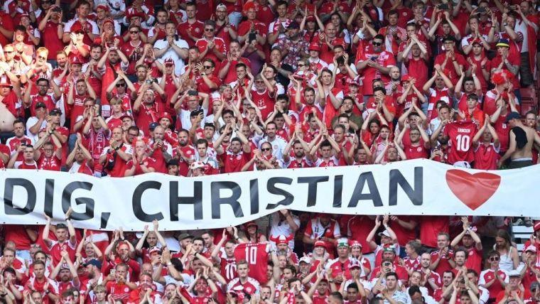 Christian Eriksen/Denmark football fans