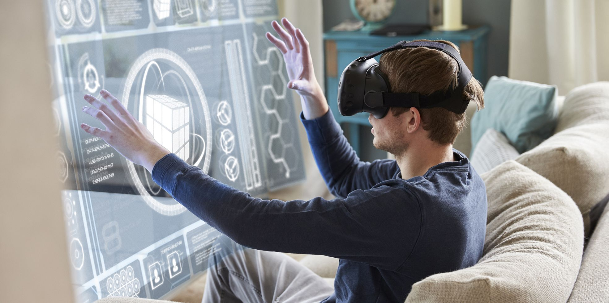Honey, I shrunk the scientists: Virtual immersion in the microscopic reality