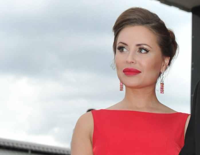 Юлия Михалкова объяснила, почему на сцене у нее грудь больше, чем в реальной жизни