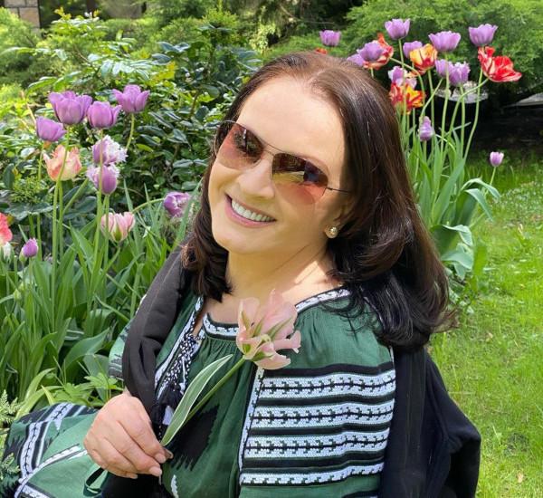 72-летняя София Ротару порадовала поклонников новыми снимками