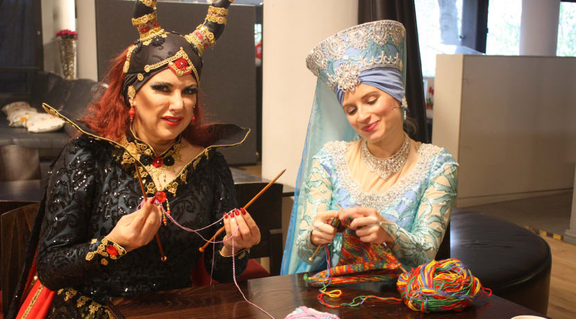 Sleeping Beauty cast leave knitters in stitches at twiddle muff knit-in