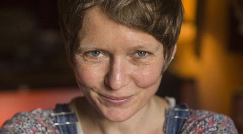 Former Emmerdale star-turned-storyteller performs in Bromsgrove