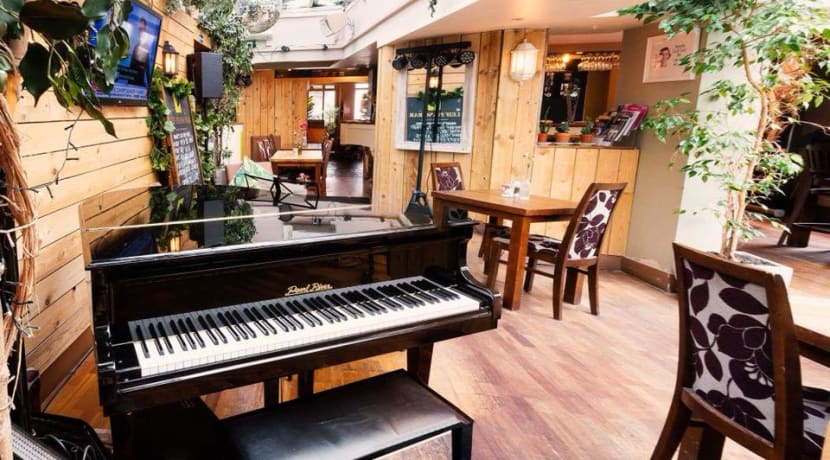 New tearoom and piano bar opens in Warwick