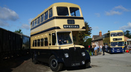 Vintage bus rides link up popular Shropshire attractions this summer