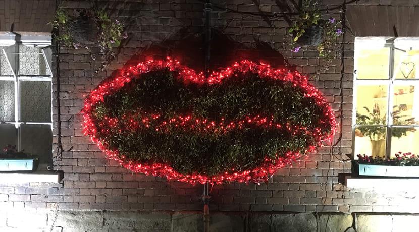 Help break a world record with Tenbury's Christmas kiss-a-thon