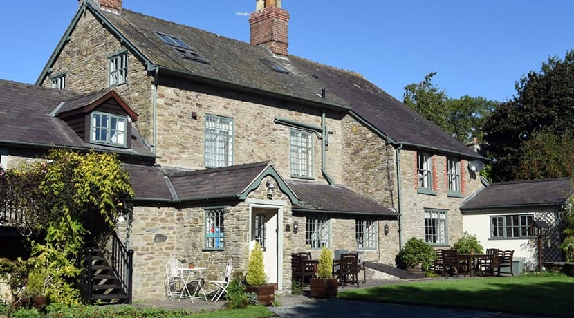 Solo star Harry cooks up a sensational experience at 18th century Shropshire inn - The Coach House
