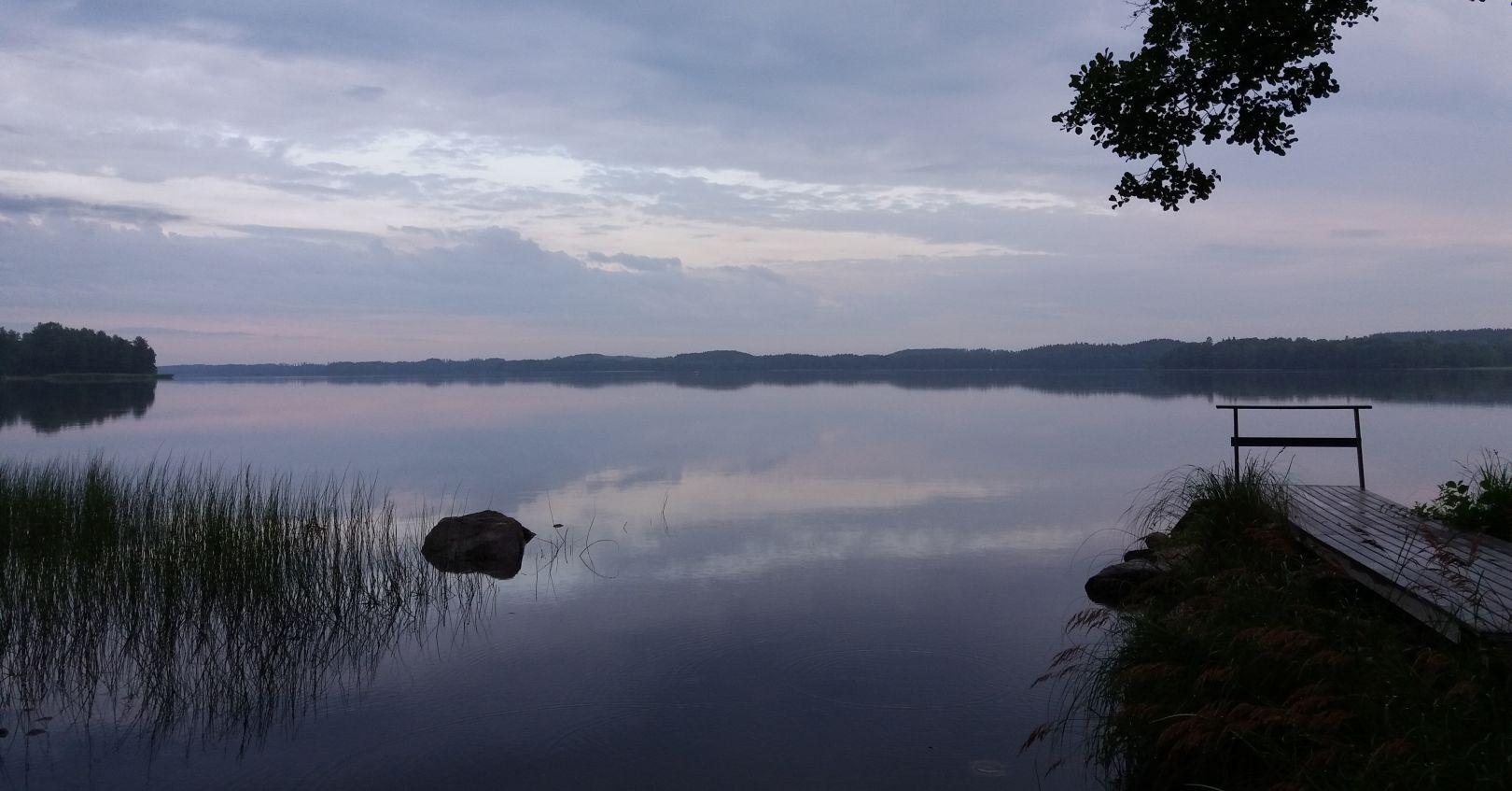 Usvainen ranta Hykkilän Huvilat