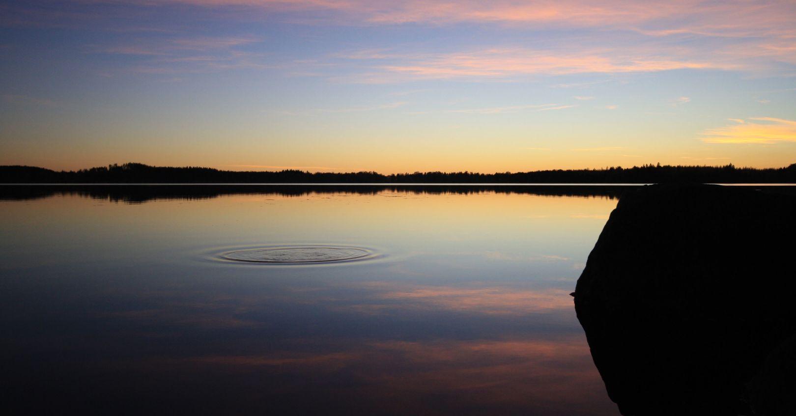 Molskahdus vedessä Hykkilän Huvilat