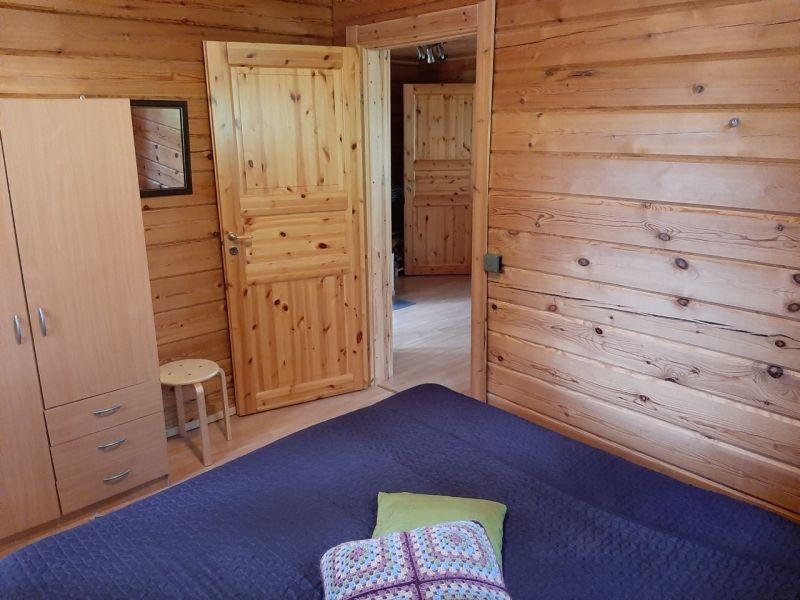 hirsimökki alakerta makuuhuone Hykkilän Huvilat