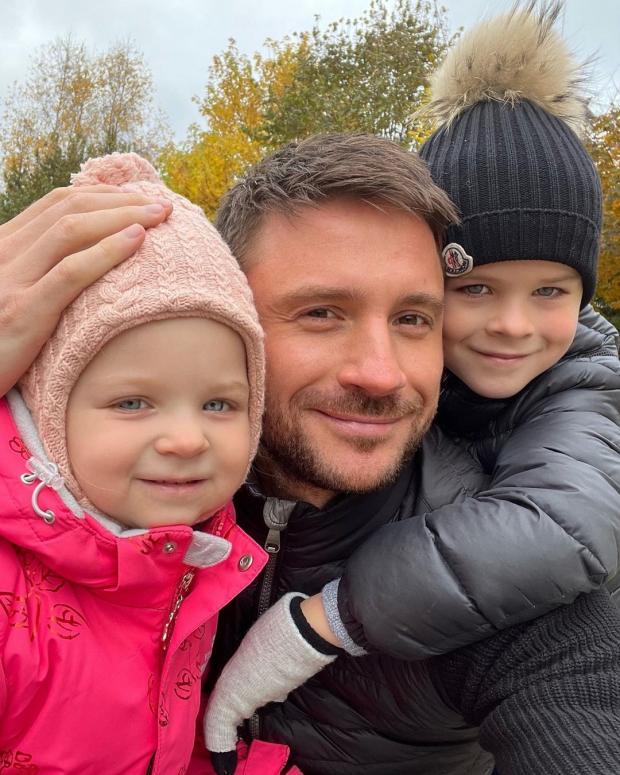 Сергей Лазарев с сыном и дочерью: певец умилил поклонников новым семейным фото