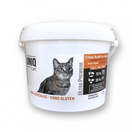 Croquettes sans céréales POULET, PORC & SAUMON Chat tout âges (à partir de 5 mois) UNIQ Cat / Seau 2kgs La Tournée des Moustaches
