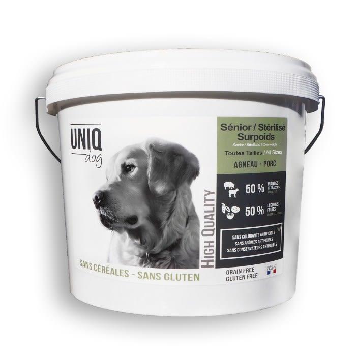 Croquettes LIGHT sans céréales UNIQ Dog pour les chiens de toutes tailles séniors, stérilisés ou en surpoids - seau de 4 kg