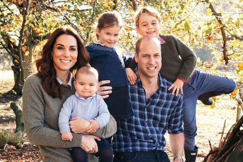 #ClapForOurCarers: королевская семья и звезды Голливуда присоединились к акции в поддержку медиков
