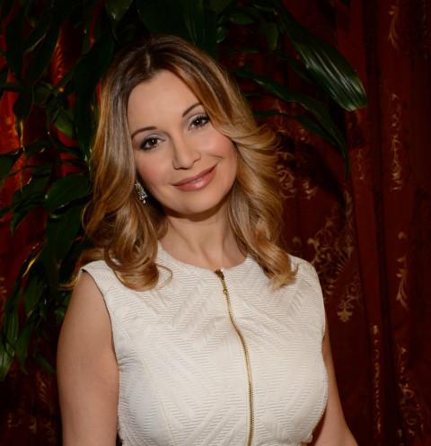 Ольга Орлова показала грудь в прозрачном топе