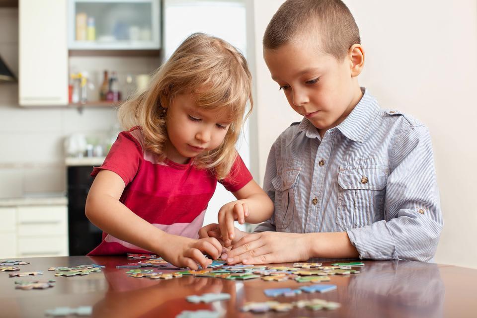 Bored-Kids-3-Ways-Jigsaw-Puzzles-Help-Kids-Grow-Develop-8924-da2c90bf6c-1482342116