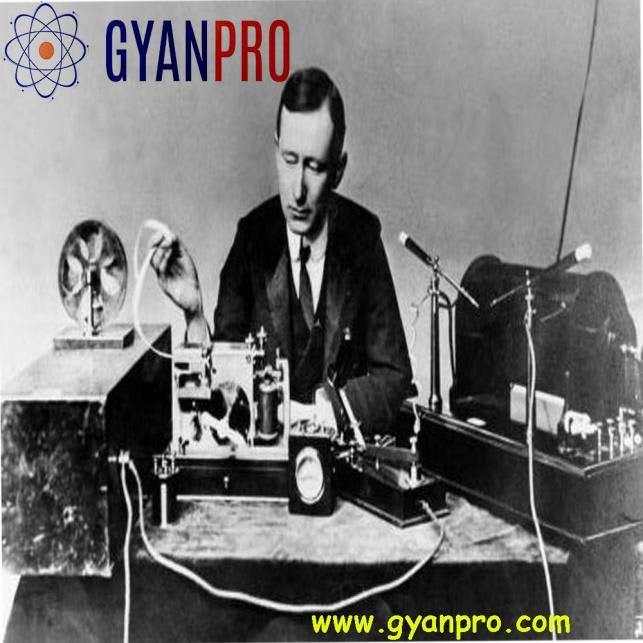 macroni and the radio