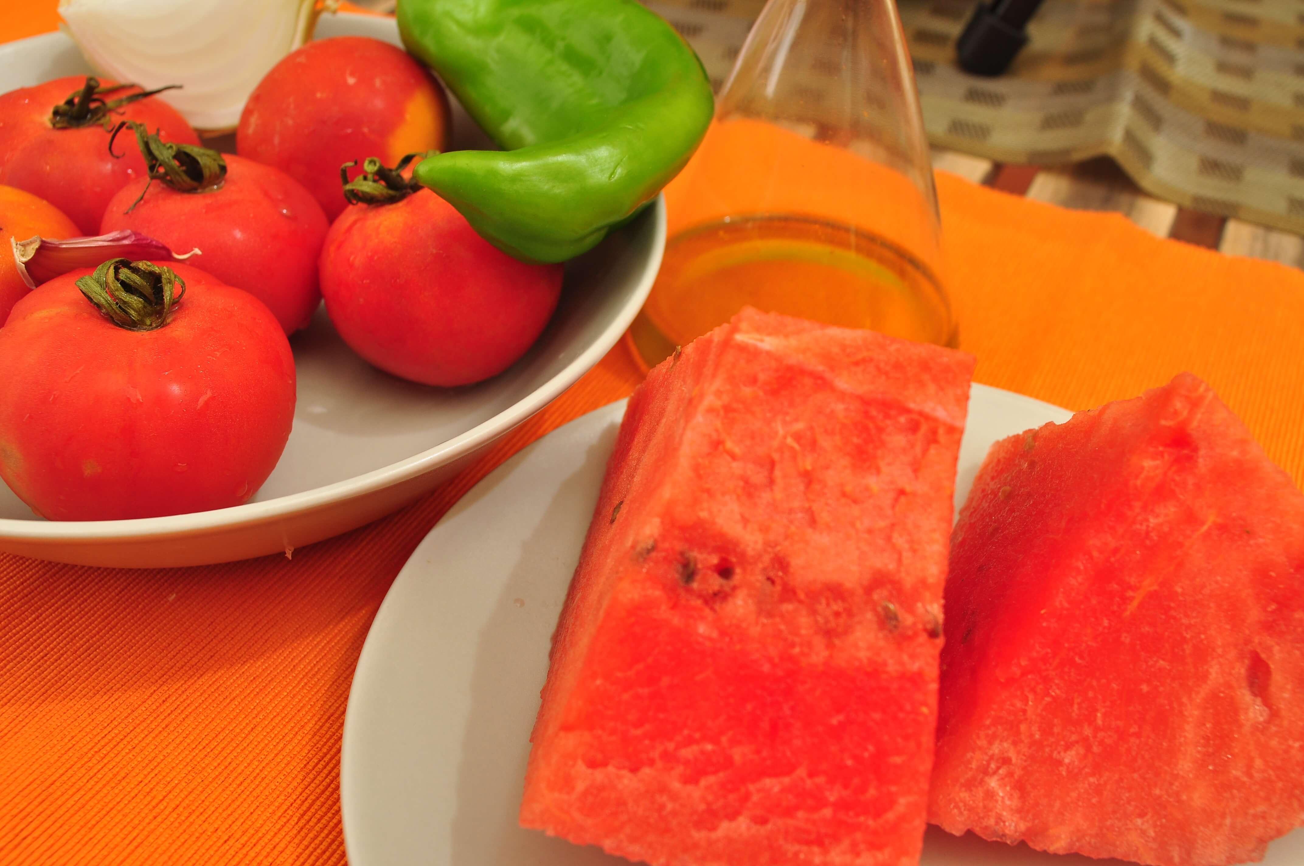 Ingredientes para el gazpacho de sandía