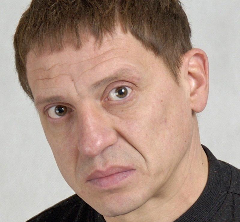 Онкобольная вдова актера Игоря Арташонова вынуждена продавать вещи покойного супруга