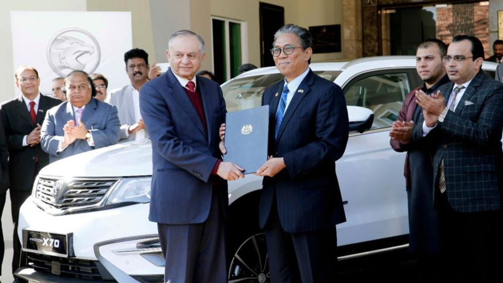 Malaysian PM Mahathir Mohamad gifts PM Imran Khan Proton X70 SUV - Automark