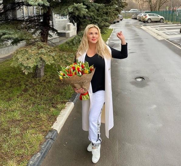 Анна Семенович не против забеременеть во время карантина по коронавирусу