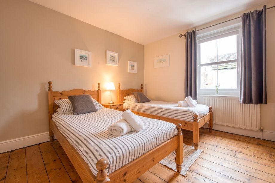 1st floor light spacious twin bedroom