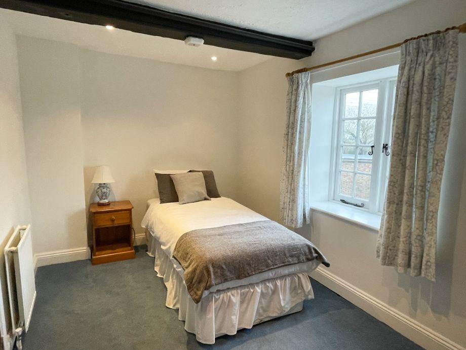 Pleasant single bedroom