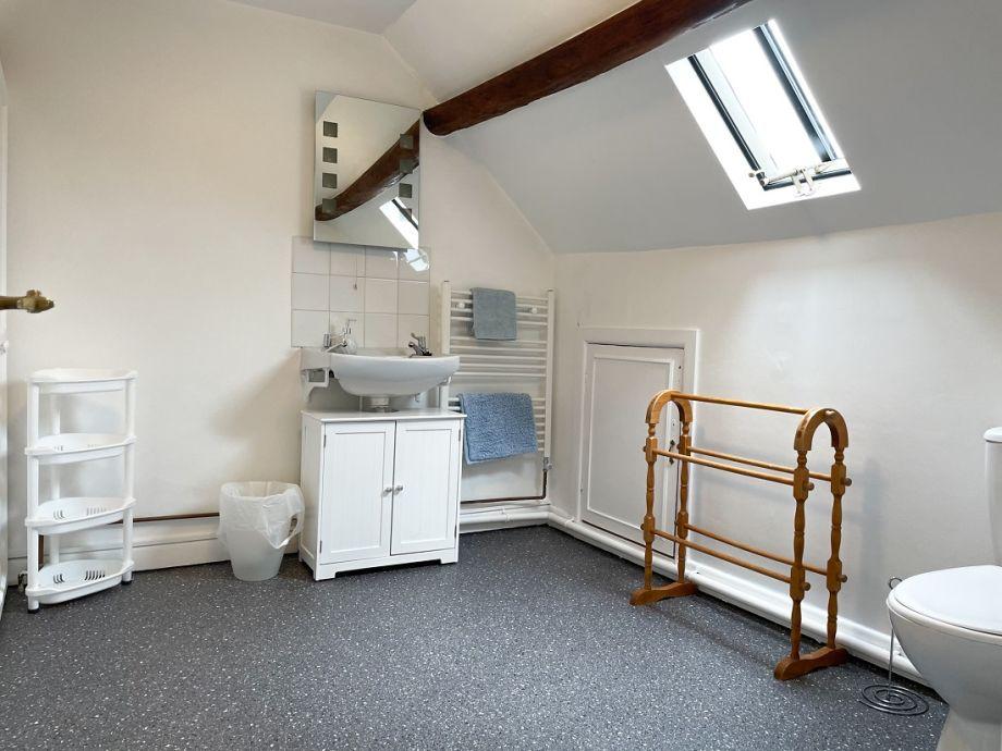 Large cottage bathroom with original beams