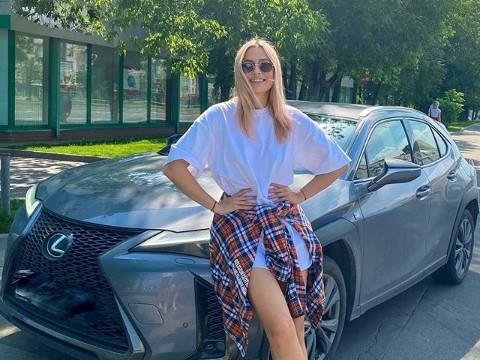 Наталья Рудова в мокрой футболке на голое тело рассказала о планах на лето