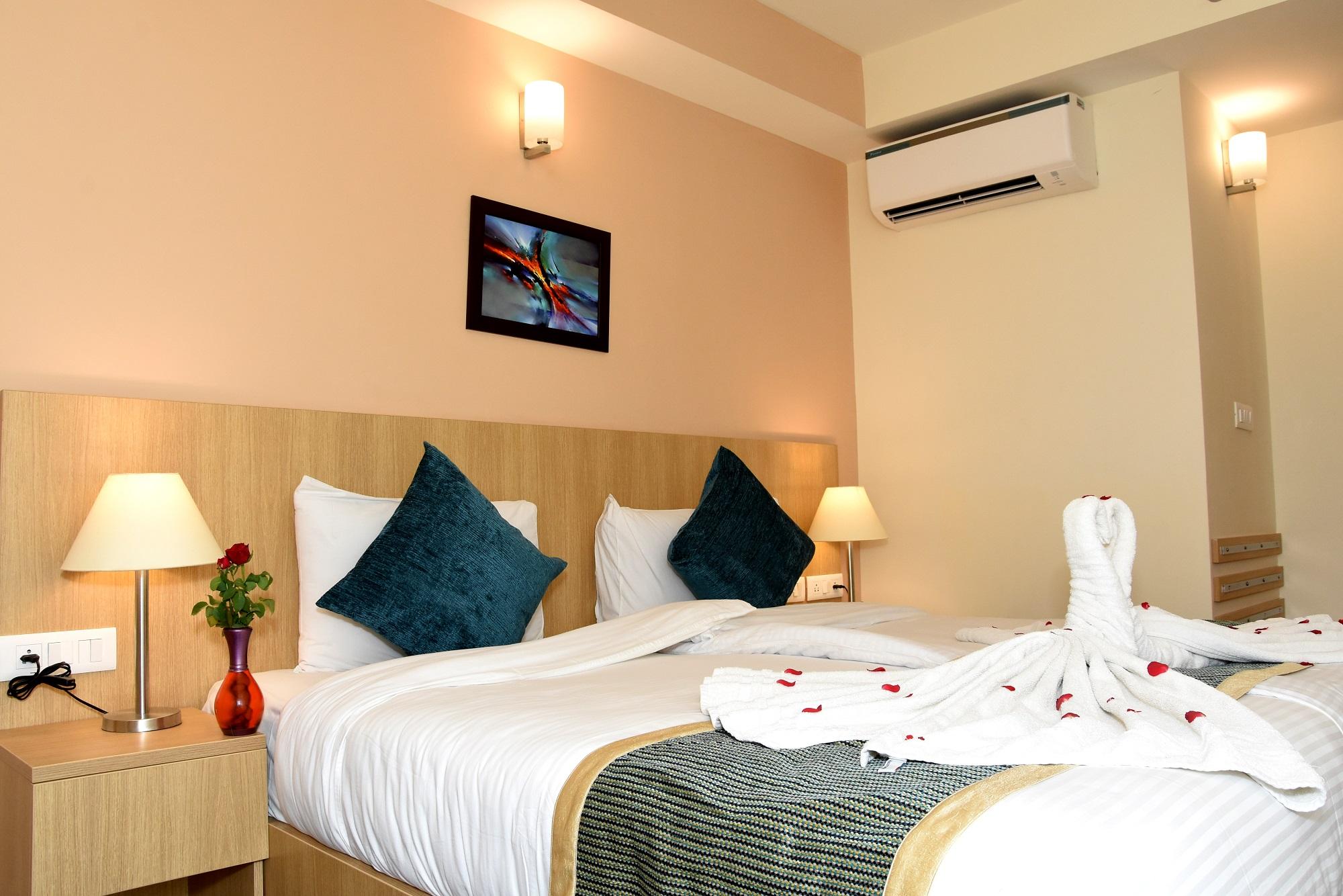 Starlit_suites_Neemrana_Deluxe_room