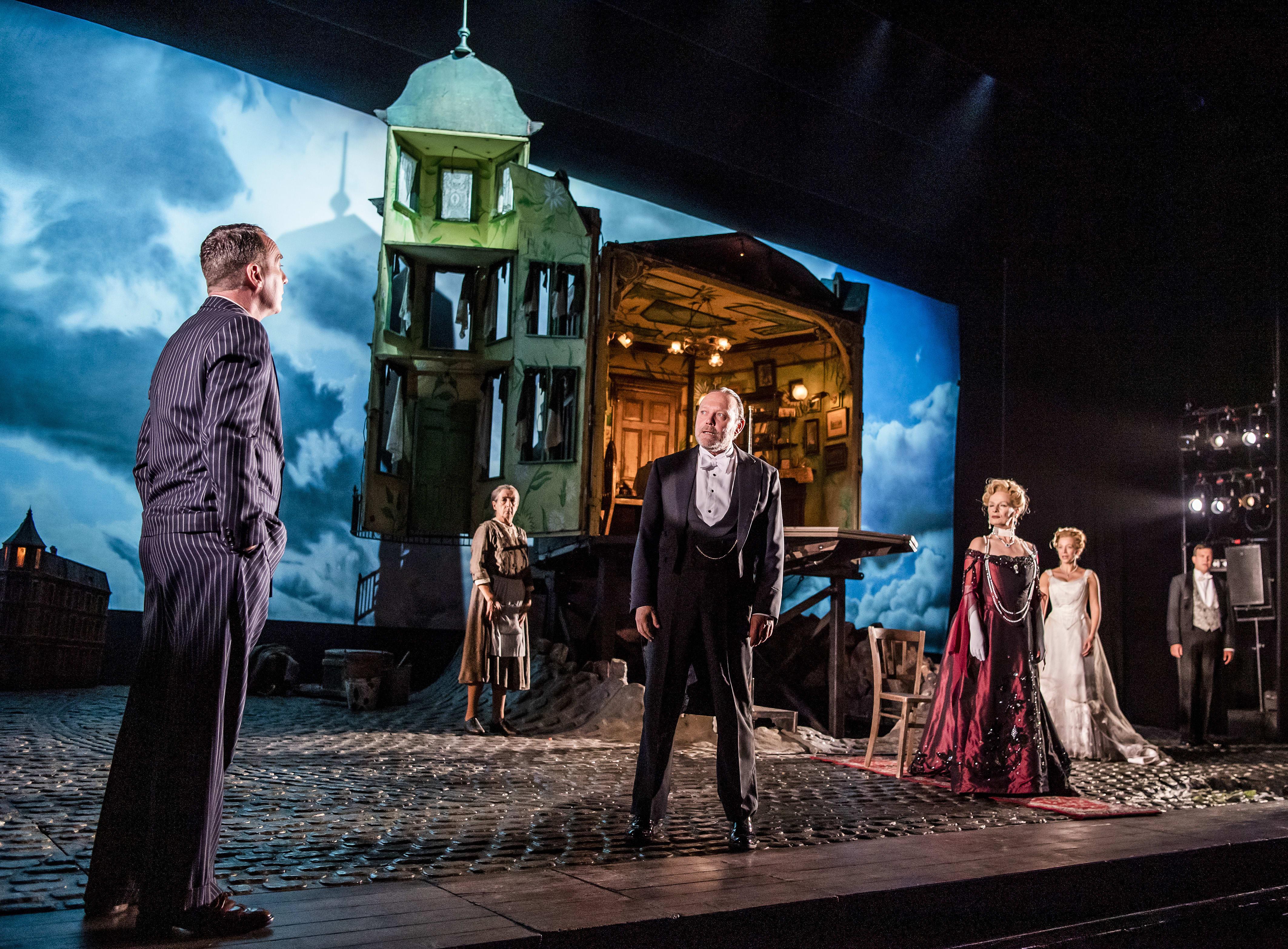 An Inspector Calls at New Wimbledon Theatre