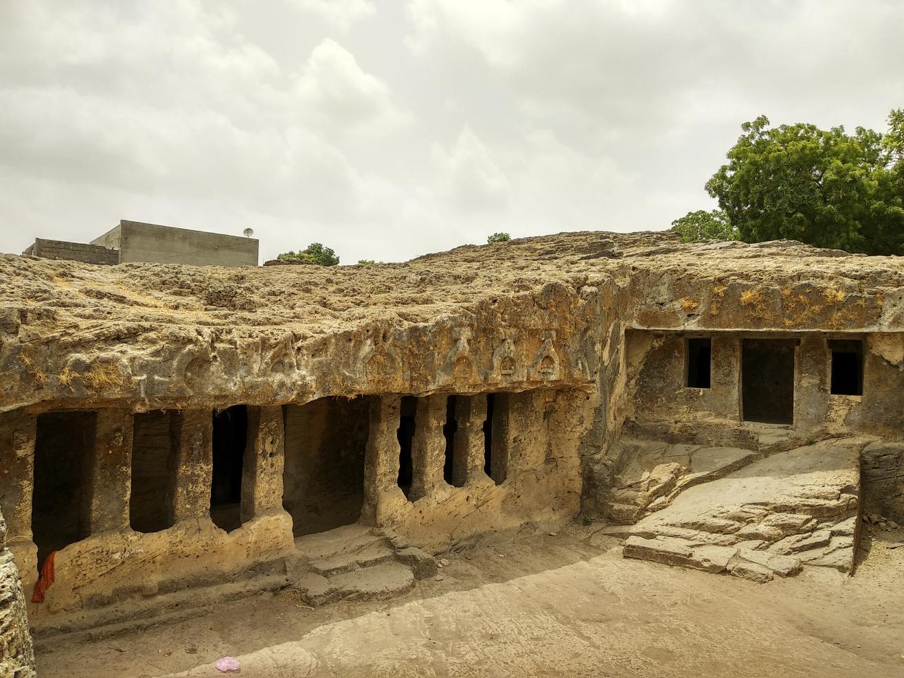 Bava Pyara caves (Baba Pyara caves), Junagadh