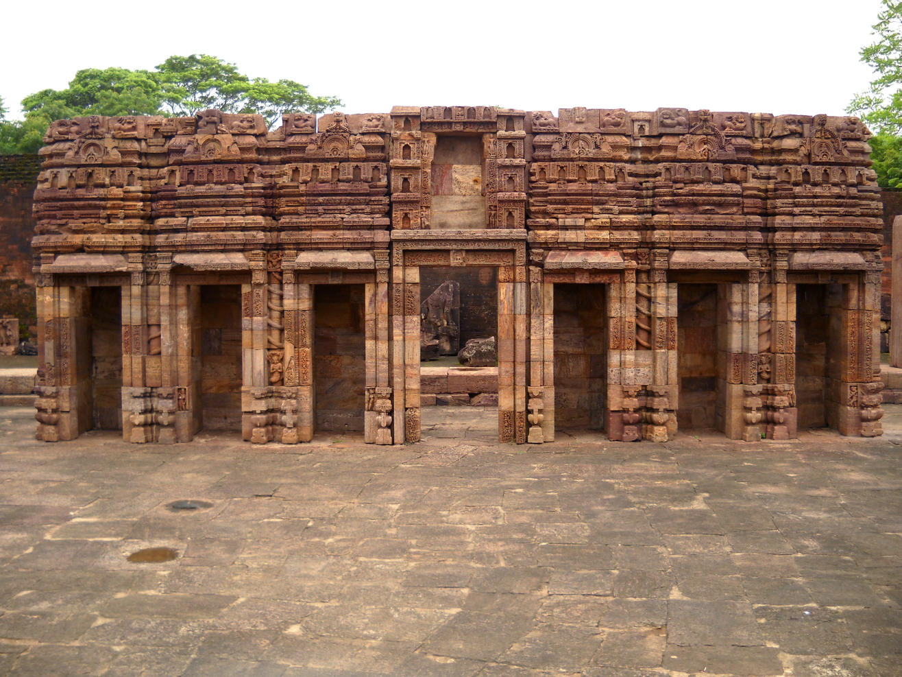The Hill Containing Many Valuable Sculptures and Images, Ratnagiri