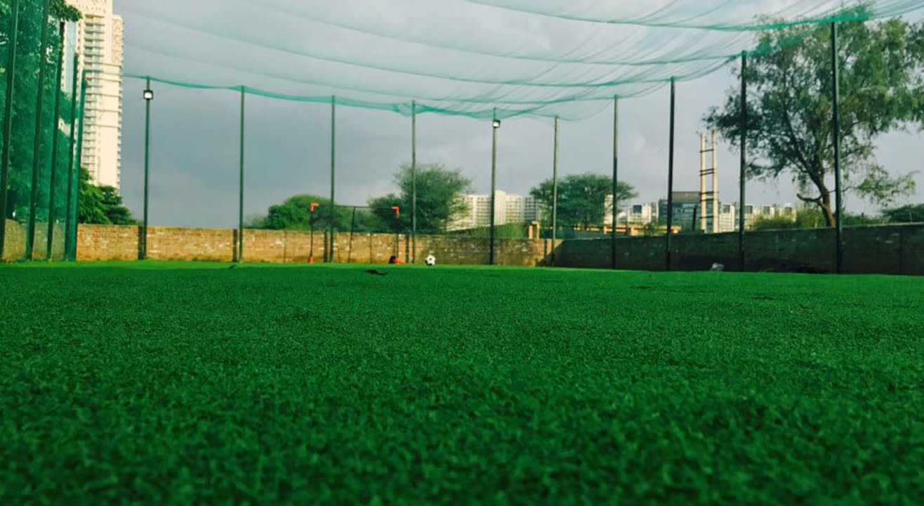 Book Sports Grounds & Turfs in Pune, Bangalore, Hyderabad, Mumbai, Delhi NCR & More!