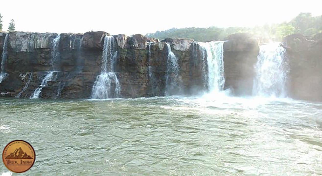 Saputara Tour - Hatgad Fort - Gira WaterFall - Trek India