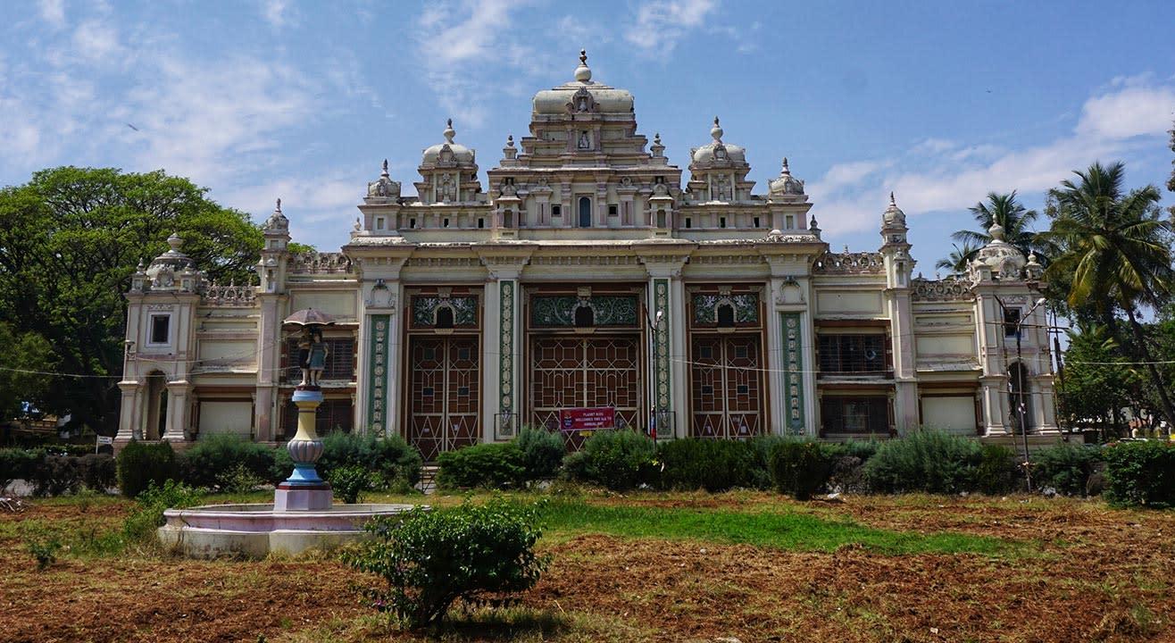 Visit Jaganmohan Palace Art Gallery