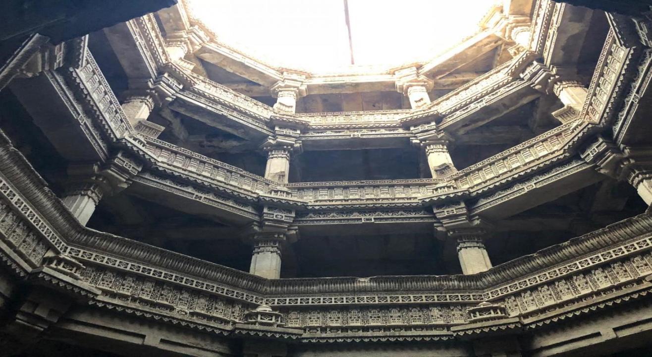 Digital Walk: Adalaj Vav - A Blend of Indian and Islamic Architecture