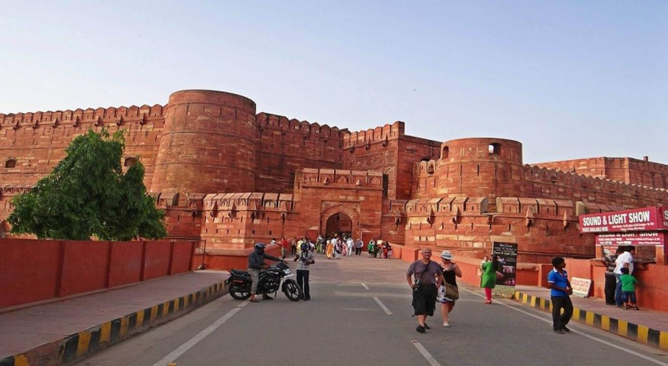 Agra Fort Entry Ticket with Local guide