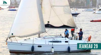 Yacht Sailing on JEANEAU 29