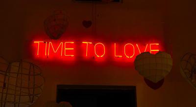 TIME TO LOVE - péro exhibit