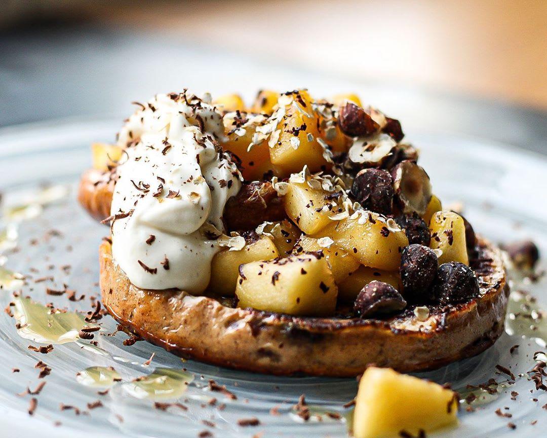 Cinnammon and Raisin French toast bagel ...