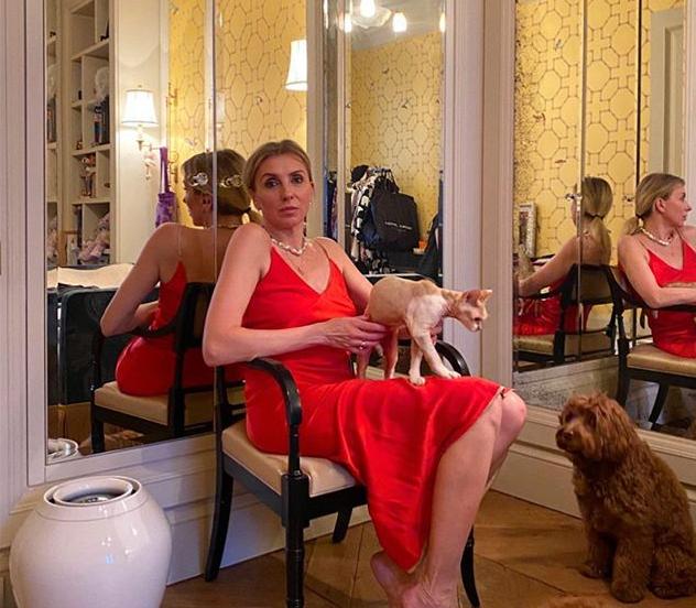 Светлана Бондарчук в самоизоляции изобразила Шэрон Стоун в «Основном инстинкте»